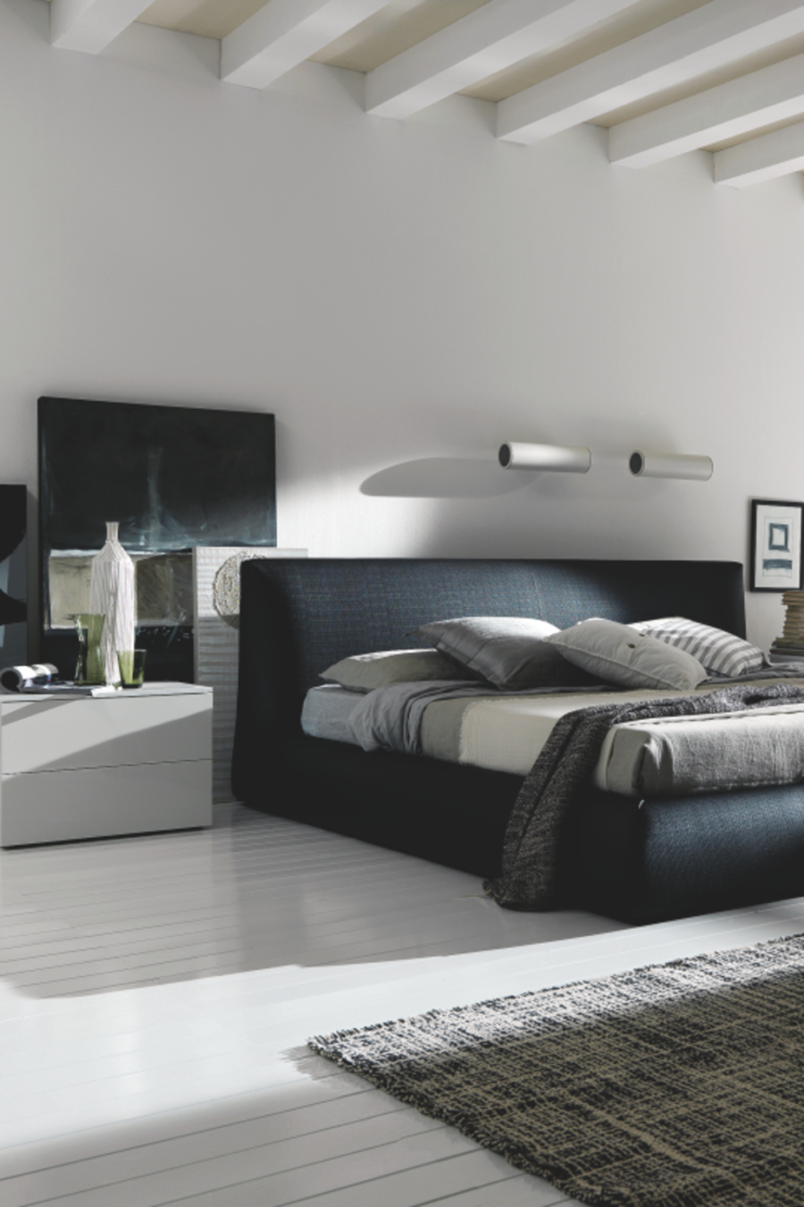 Bringing contrast into your room with this black design provides a bold feature that is a sure way to get a good first impression.