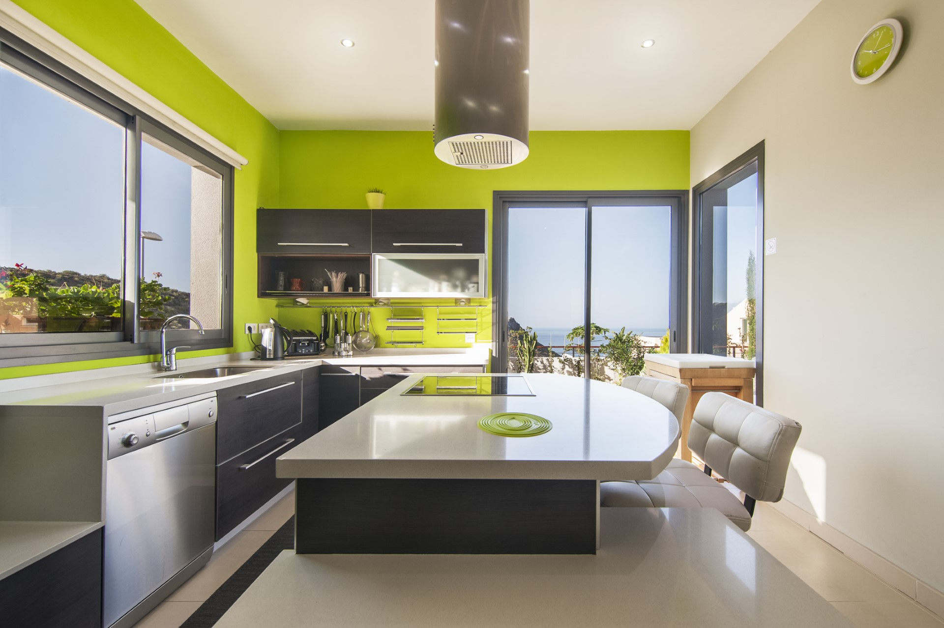 This trendy modern beachhouse theme uses a bright neon green color scheme that helps build excitement every time you walk in. This isn't the decor for the faint of heart, but personally, I would totally go for it.