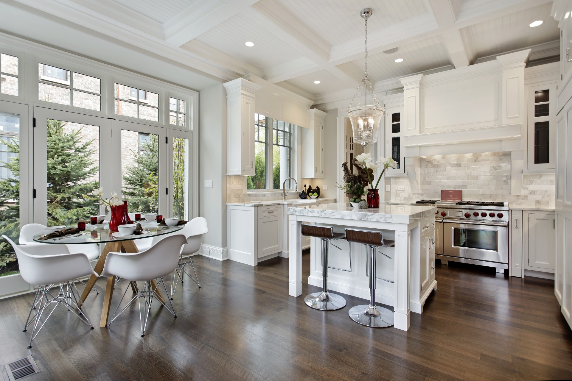 Cape Cod kitchens have always been my favorite, there bright, inviting, and a great way to polish out your home. The pinnacle of a working Cape Cod layout is the dark flooring the complements the white cabinets. The marble countertops tend to look more elegant when there lighter color in this decor.