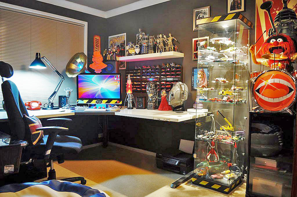 This is a great way to ergonomically decorate your game room with all your favorite Star Wars figurines.