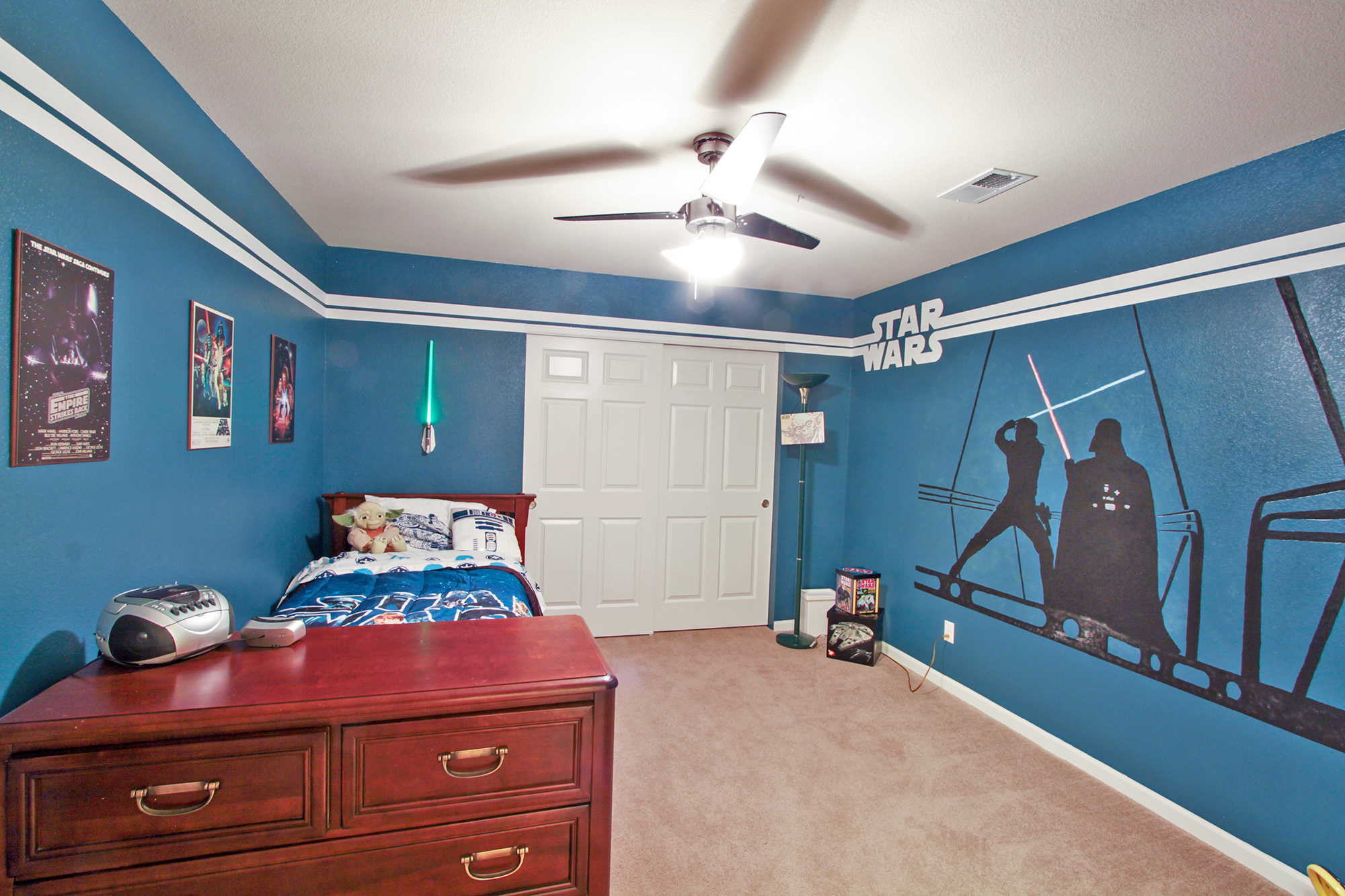 To get your kids bedroom looking like this, all you need is a little bit of paint and some vinyl stickers.
