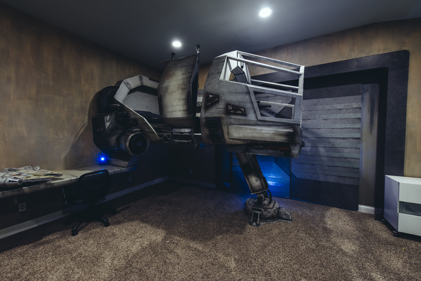A father built his kids thiscool millennium falcon bed.