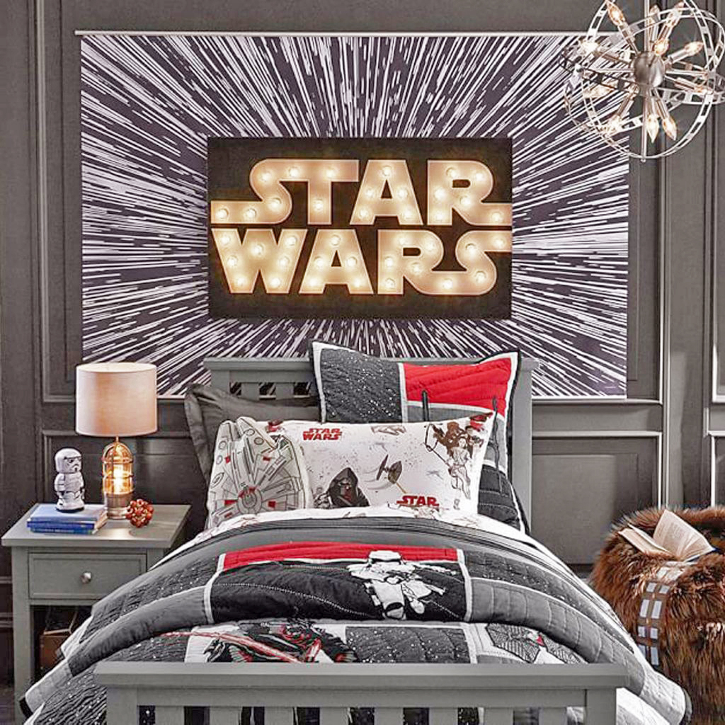 It doesn't take too much to make a good Star Wars bedroom, all you need is some bed covers and a nice poster to finally hit that Hyperdrive.